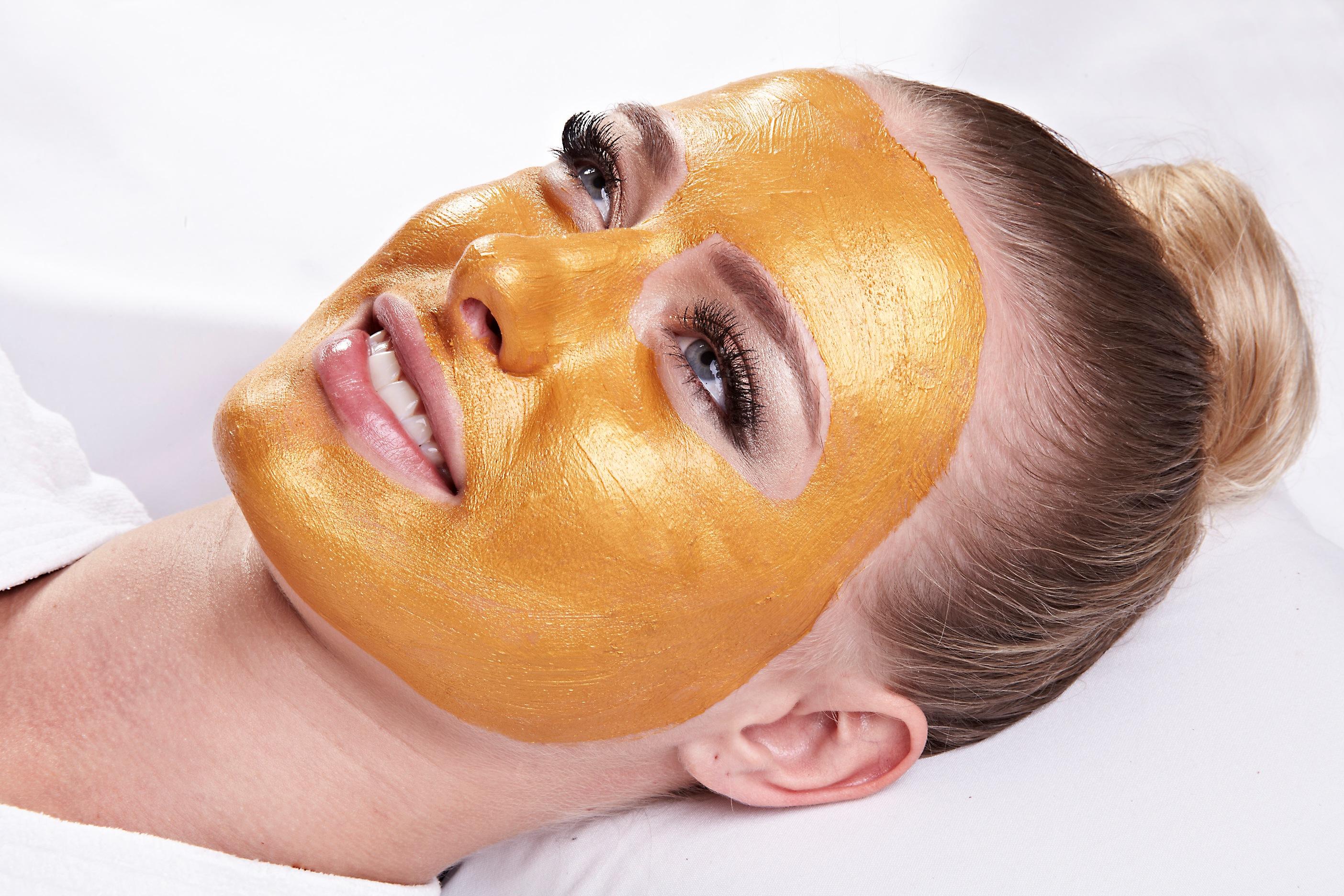 Máscara de Ouro - Clínica Aura Clara - Divullgação
